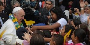 البابا فرنسيس: البابا رجل يضحك ويبكي وينام بسلام