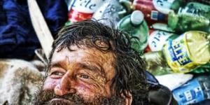 الفاتيكان يتيح خدمة الحلاقة المجانية والاستحمام للمشردين حوله